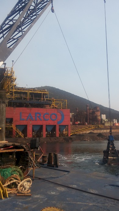 New project for Ergomare! Bottom cleaning and dredging at the LARCO factory in Larymna.